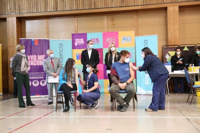 Alcaldesa Matthei junto Ministros Paris y Bellolio realizan llamado a jóvenes a vacunarse contra el Covid