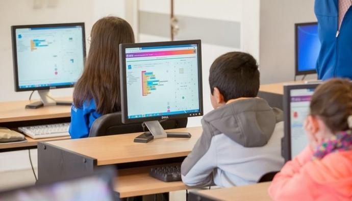 Más de 200 estudiantes de Providencia accederán a curso gratuito de programación